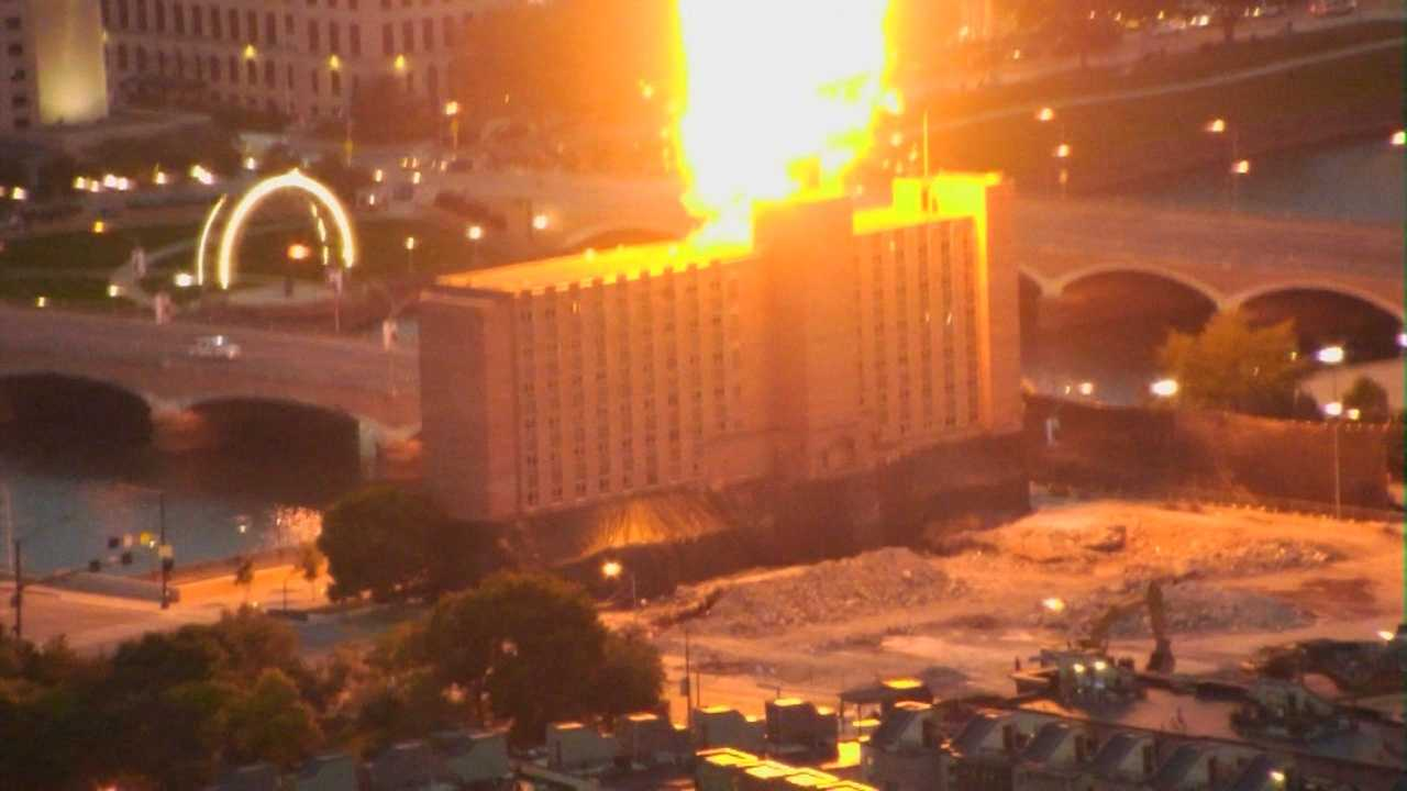 A downtown Des Moines building implosion happened about 15 minute early on Sunday.