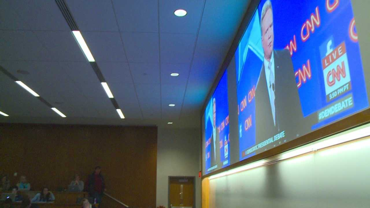 Drake University students held a bipartisan watch party Tuesday night for the Democratic presidential debate.