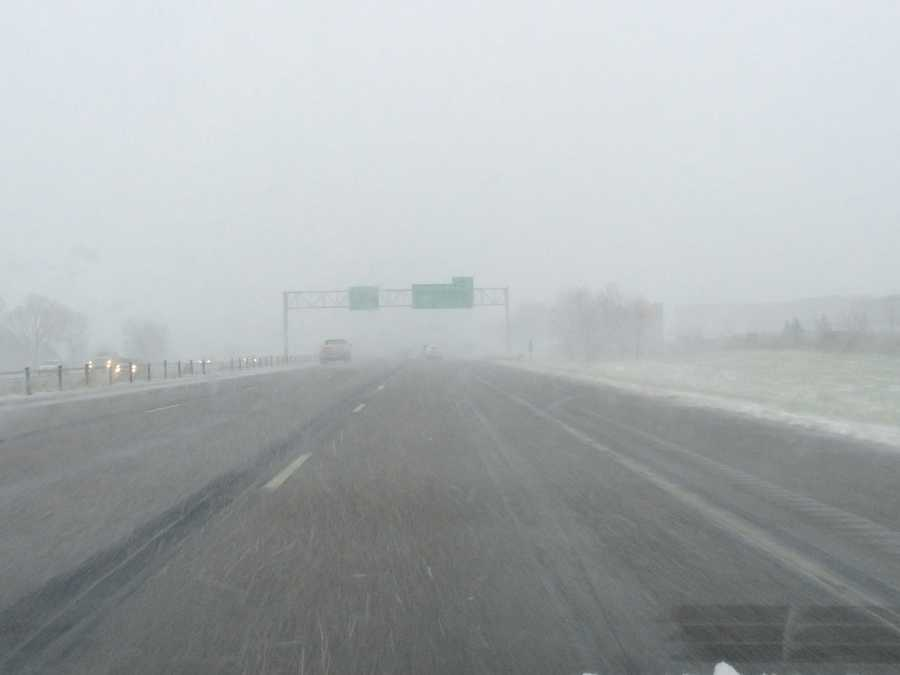 3:40 p.m. Ankeny snow along Interstate 35