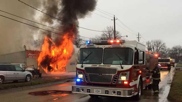 Auto Salvage Des Moines >> Firefighters battle fire at auto parts store