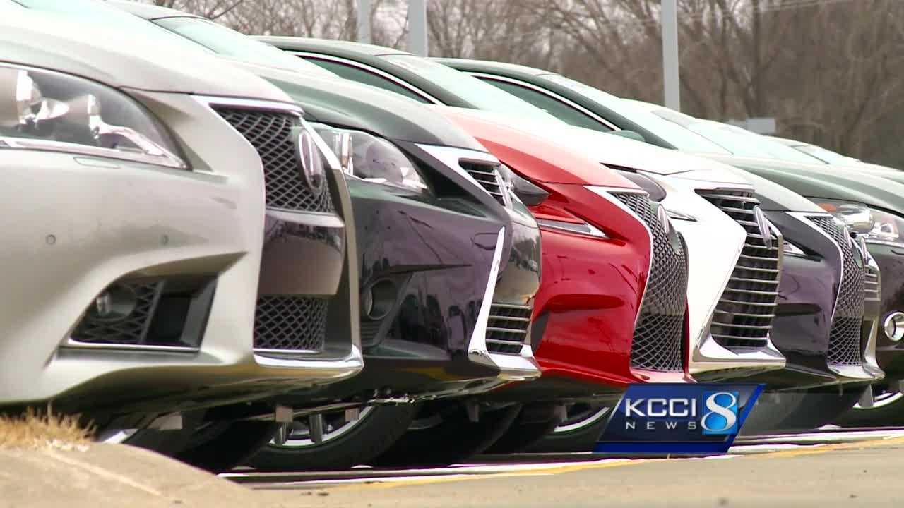 Iowa is one of 31 states to require to vehicles to have a front and rear license plate, but one lawmaker wants to change that.