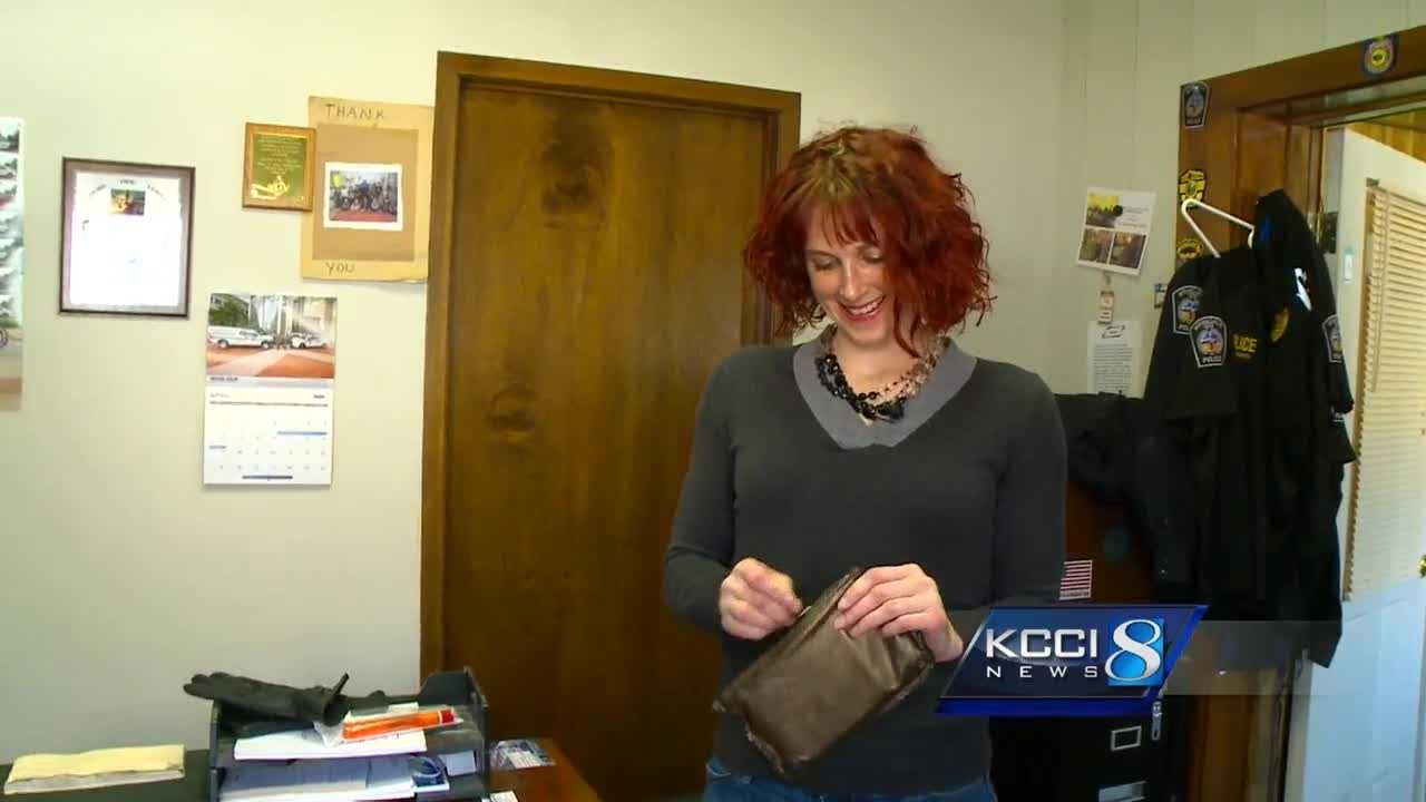 woman reunited with purse