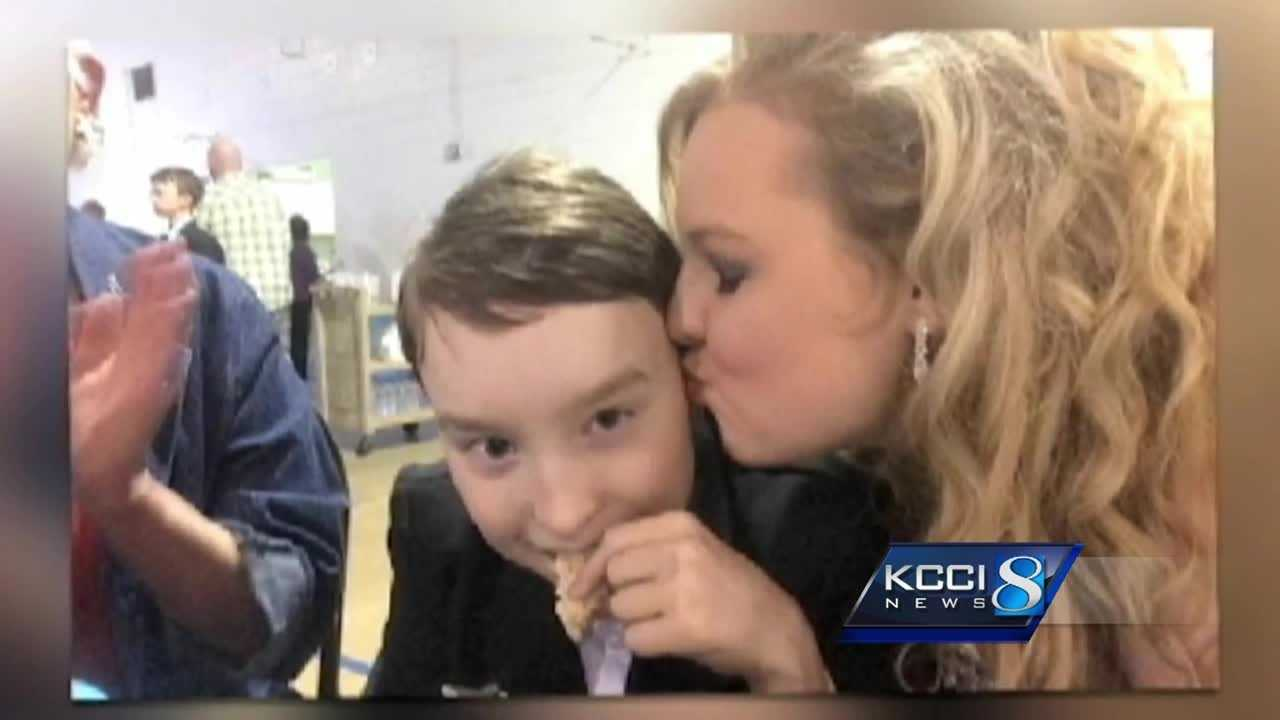 An Iowa teen made prom unforgettable for a Wisconsin boy thanks to a chance meeting at an airport in Florida.