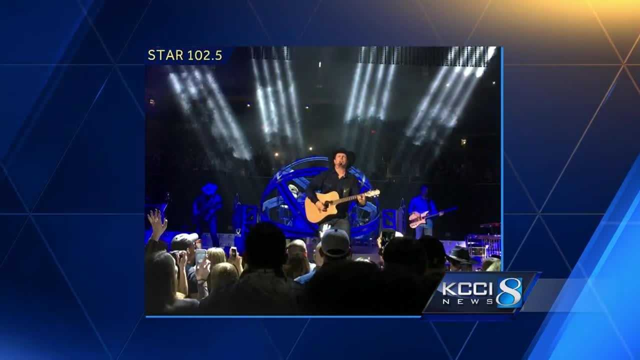 A complete stranger gave two Garth Brooks fans a huge thrill at the final Des Moines concert.