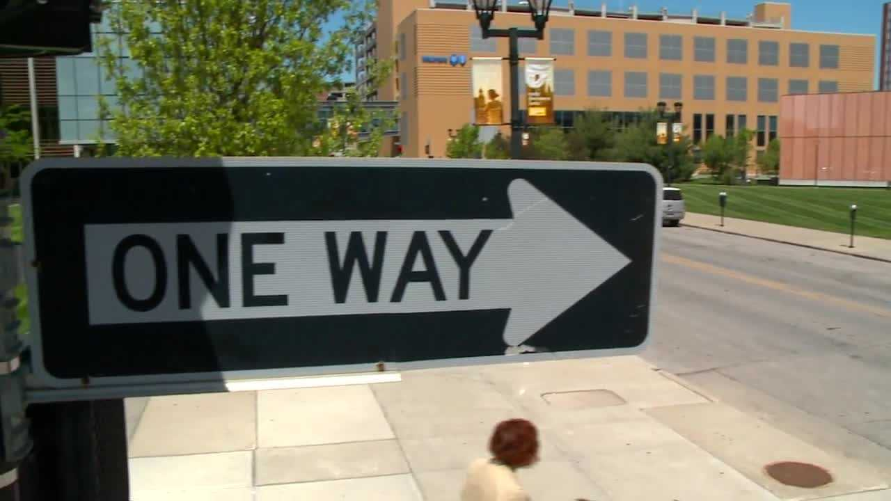 dsm officials consider one way street conversions