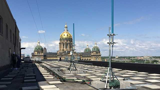 New radio antennas being added at Iowa Capitol complex.