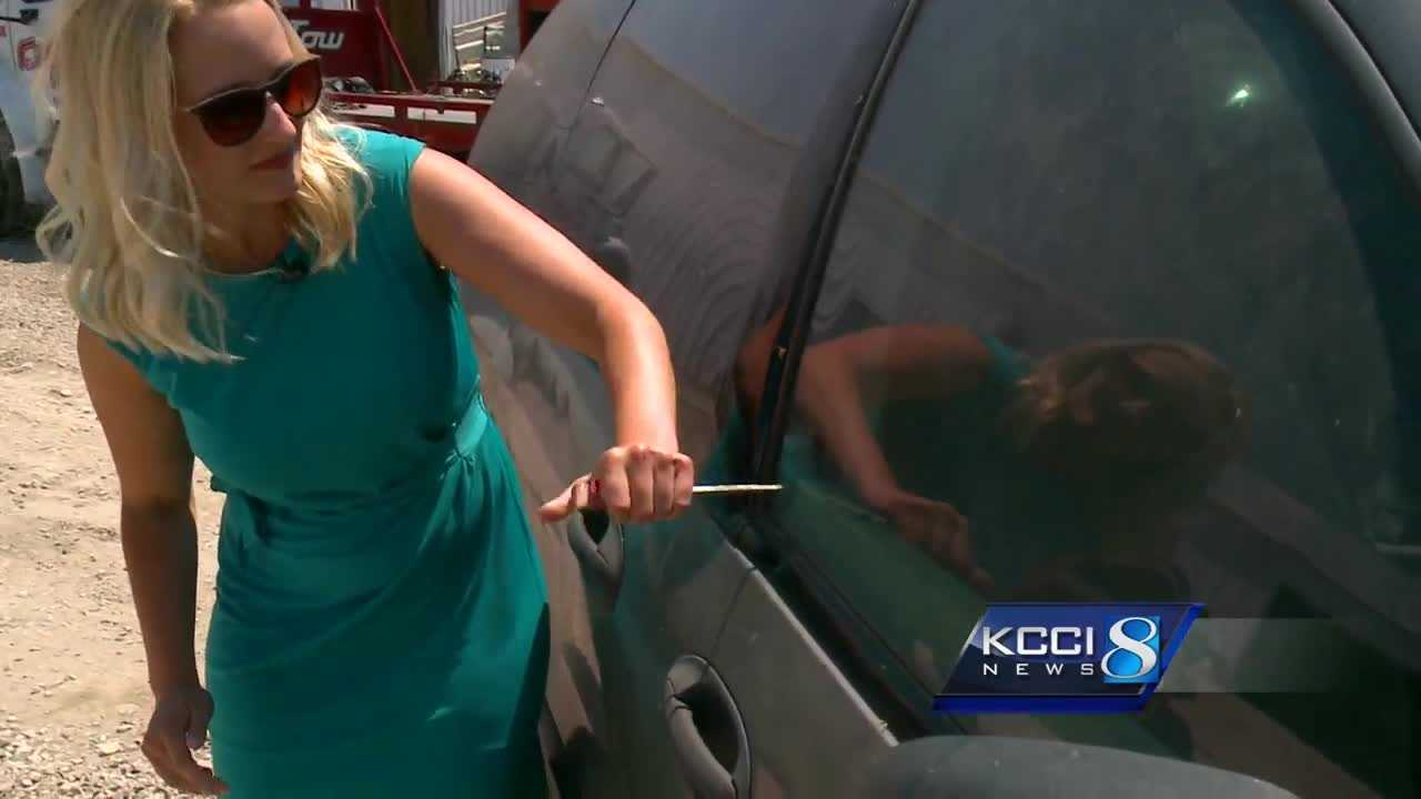 Des Moines police showed KCCI how quickly to get into a locked car in case of an emergency.