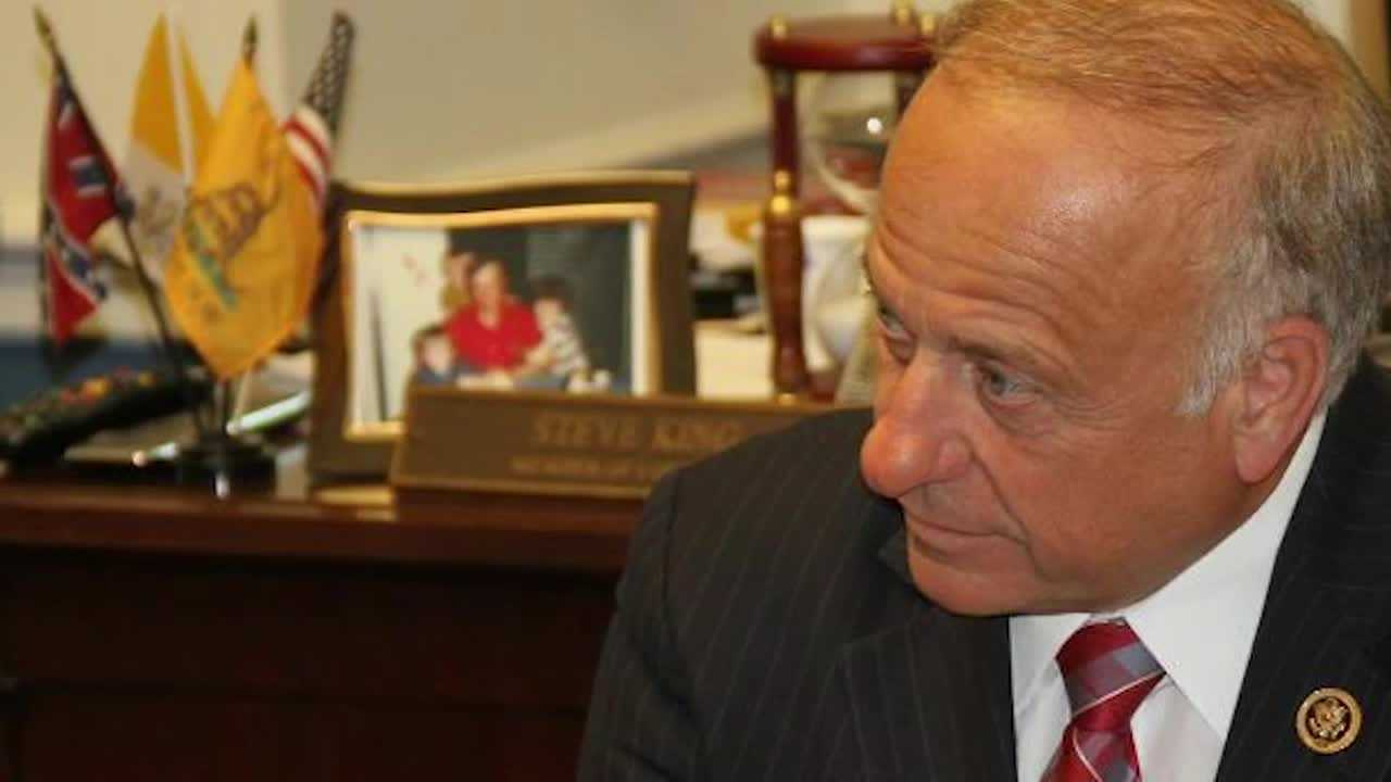 A small Confederate flag on Rep. Steve King's desk at the U.S. Capitol is sparking criticism.