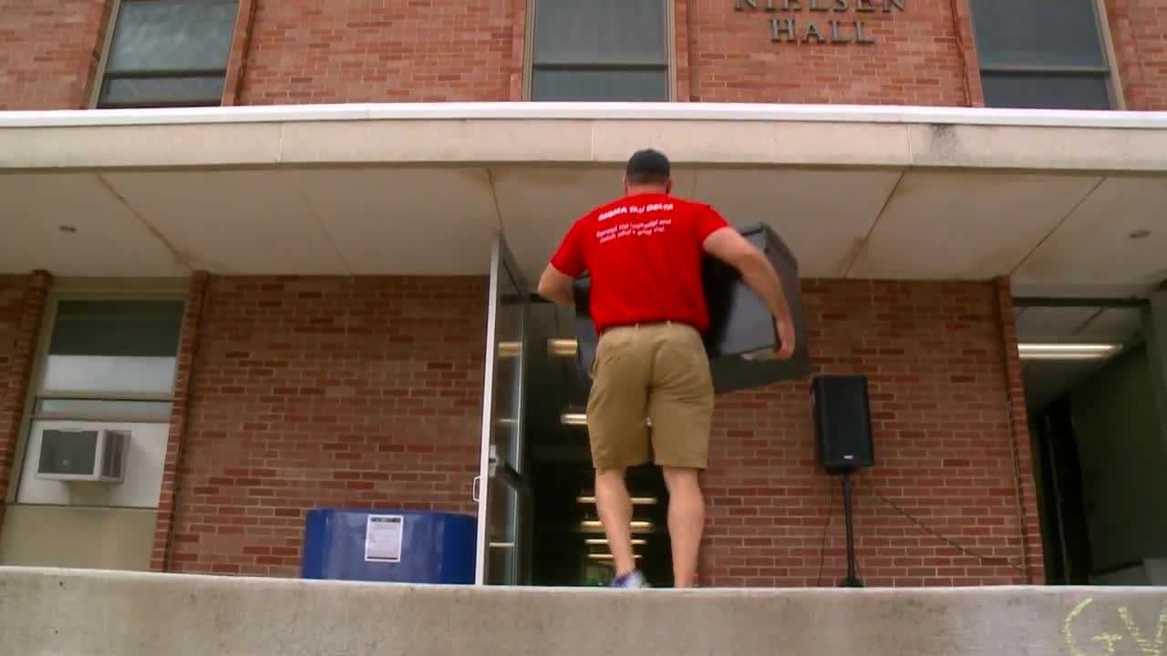 Grand View freshman and their families had some help moving in thanks to an English professor with a knack for lifting refrigerators.