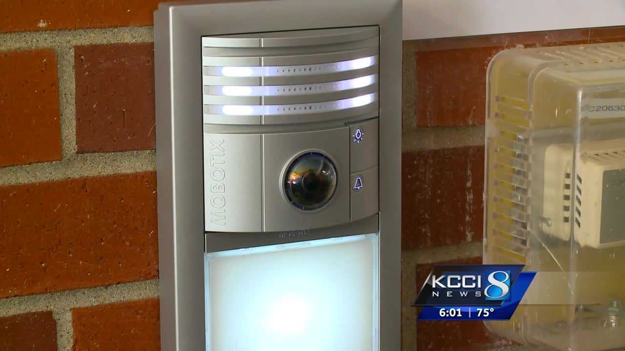 The Des Moines School District has rolled out a brand new system this school year designed to lock down buildings, keep out sex offenders and keep students safe.
