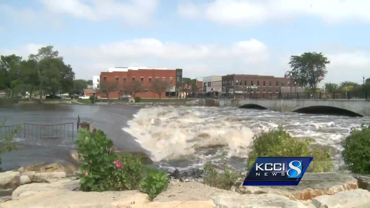 Residents evacuate areas of Cedar Rapids ahead of flooding