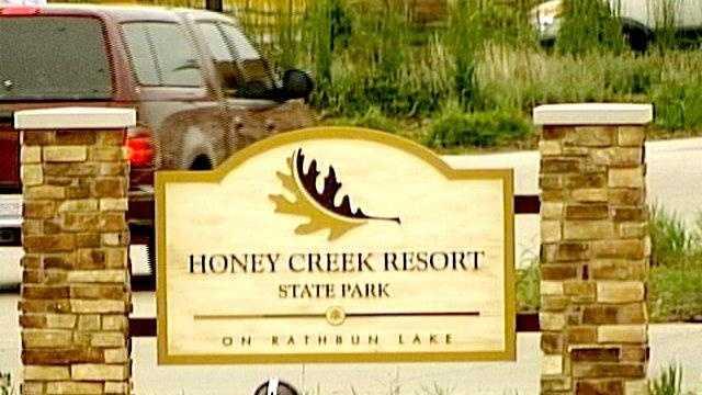 Honey creek resort sign summer iowa - 22210503