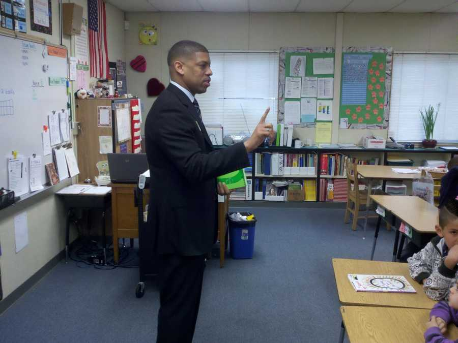 Mayor Kevin Johnson reads Wednesday to Ethel Phillips students.