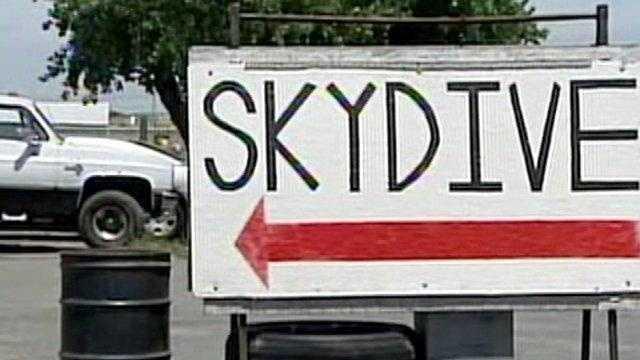 DEAD SKYDIVER - 23941337