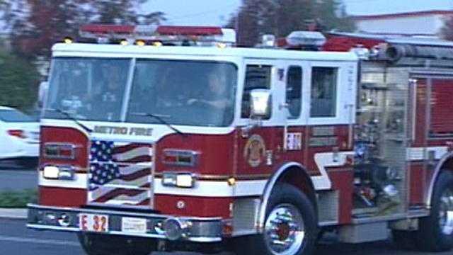 fri Sacramento Metro fire truck leaving Galt for SoCal - 17979738