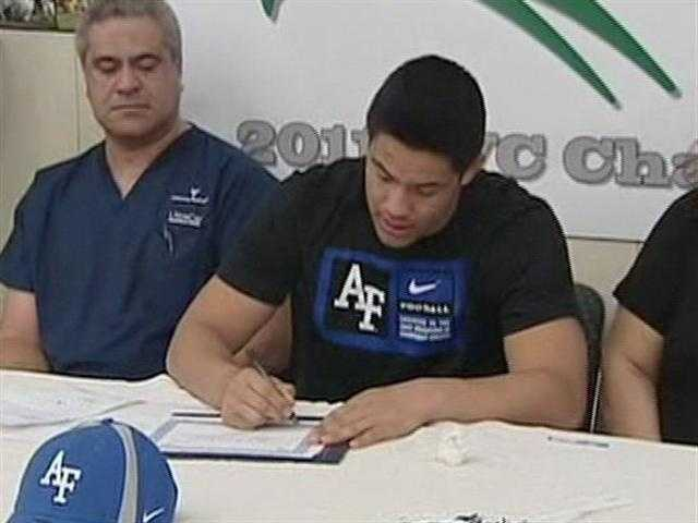 John Wiernicki signs his letter of intent for the United States Air Force Academy.