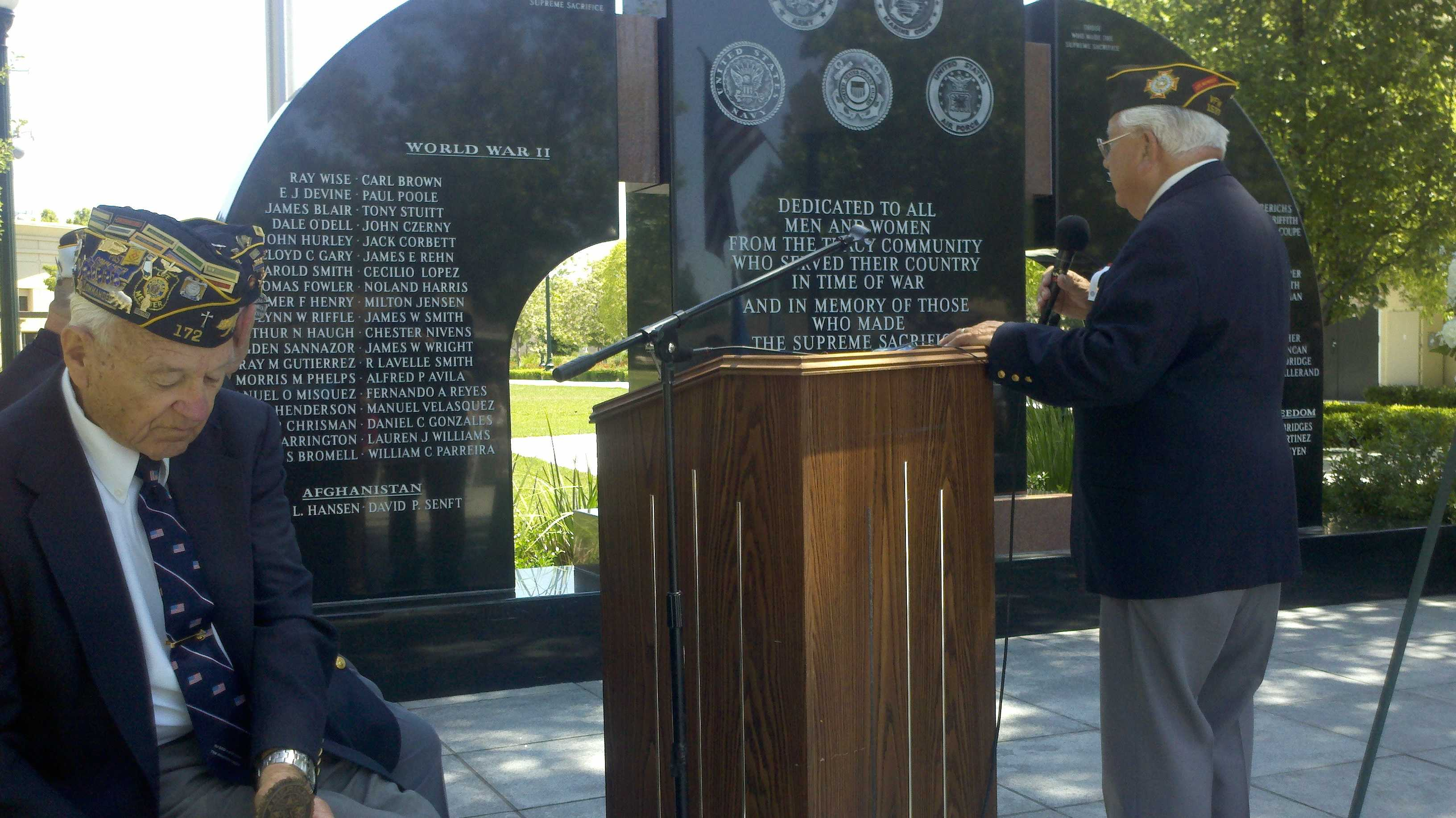 A Tracy ceremony honors those who died in battle.