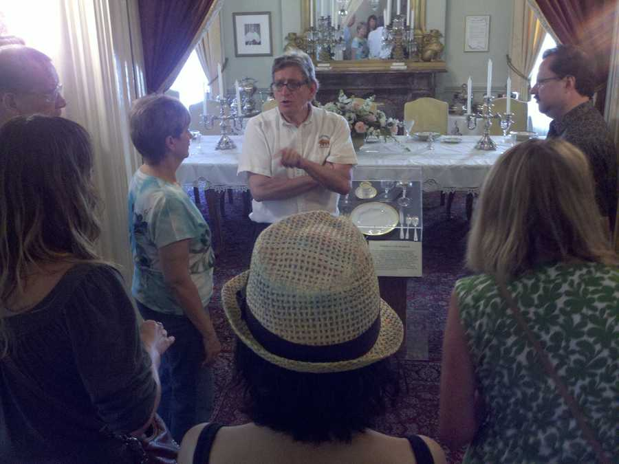 A docent leads a tour through the Governor's Mansion (Jorge Velasquez/ KCRA).