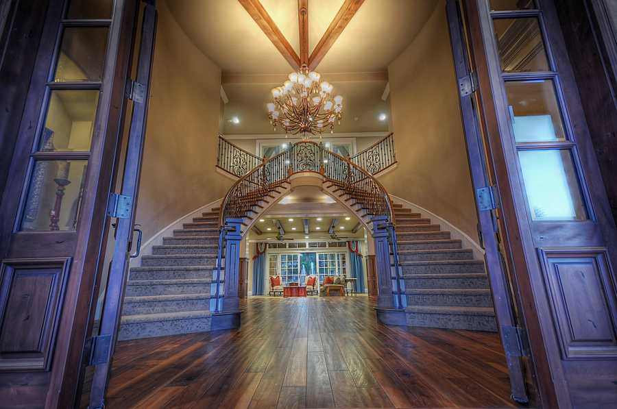 Here's another look of the entry way.
