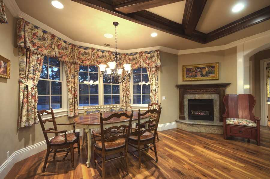 This home also has this kitchen nook and dining area.