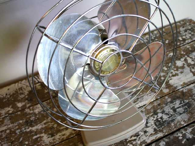 Oscillating fans began showing up in the U.S. in the early 20th century, thanks to electricity and inventor Nikola Tesla's alternating current motors, according to Slate.