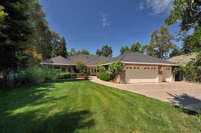 This lake and golf community sits on a .73 acre lot nestled in historic gold country.