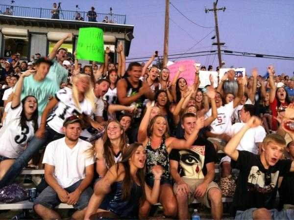Casa fans show off their school spirit for the camera.