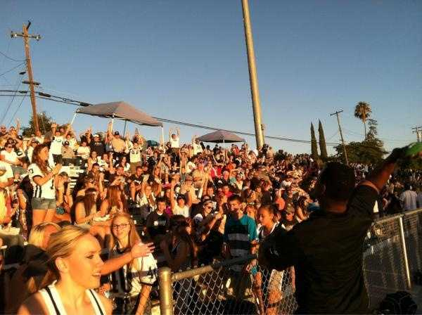 KCRA 3's Del Rogers throws Channel 3 footballs to Casa Roble fans.