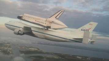Bob Coyne, a mechanic for theEndeavour'sflight to California, took this photo while on the way to Houston.
