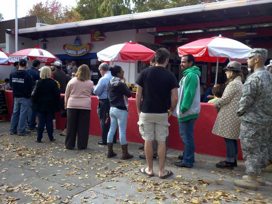 Dozens rush during lunch for one more hot dog at Capitol Dawg, whichannounced that it was shutting down.