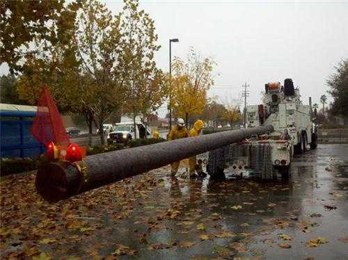WednesdaySMUD crew arrive with a new power pole in Rancho Cordova.