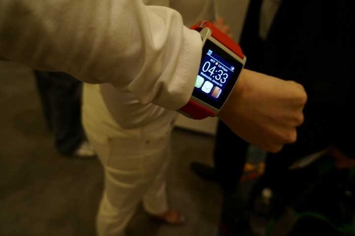 One of the models displaying the smart watch.
