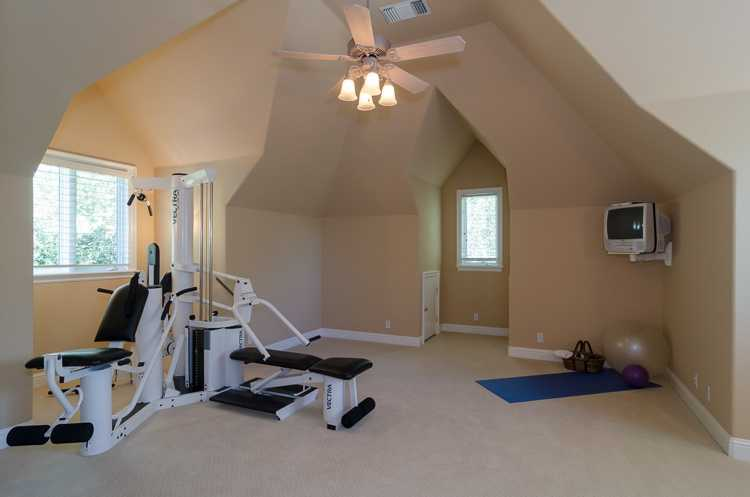 This home also has this exercise room.