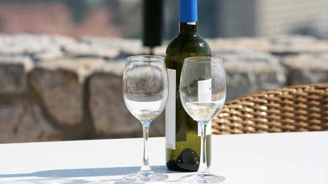 White wine, wine glasses