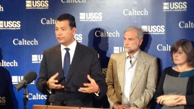 State Sen. Alex Padilla joined with seismologists Monday in announcing legislation to create an earthquake warning system.