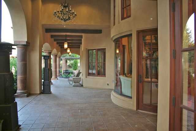 Here's a walkway leading to the yard.