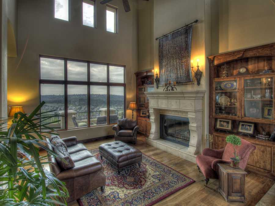 While offering exceptional views of Folsom Lake and Sacramento city lights, the home provides privacy.