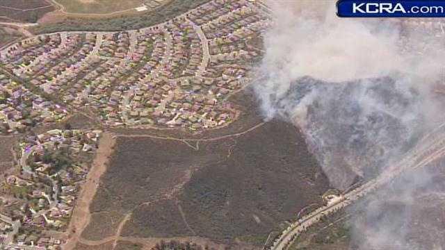 Socal fire near homes 050213 6.jpg