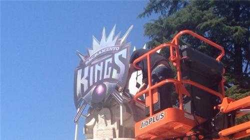 The Sacramento Kings logo is raised onto a fountain at Cesar Chavez Plaza in downtown Sacramento (May 23, 2013).