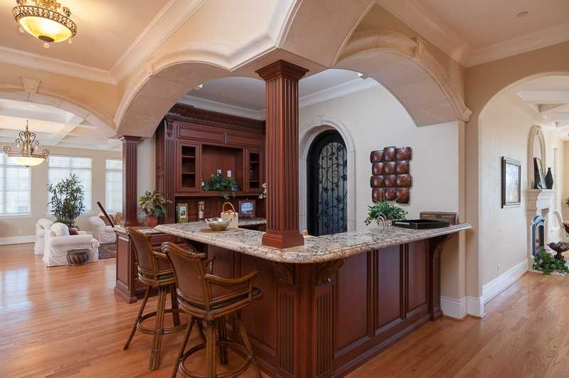 Here'a a bar area with the granite counter.