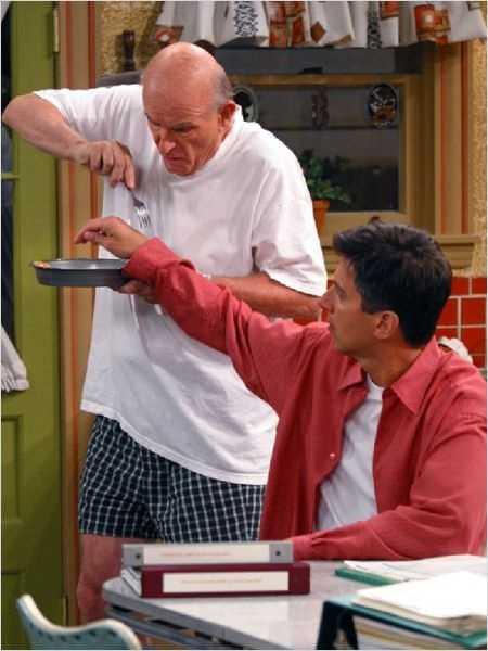 """Frank Barone (Peter Boyle) and Ray Barone (Ray Romano) from """"Everybody Loves Raymond"""""""