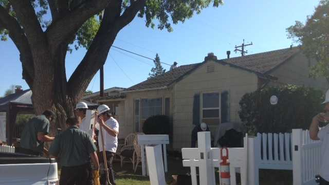 Volunteers give single mother a home makeover