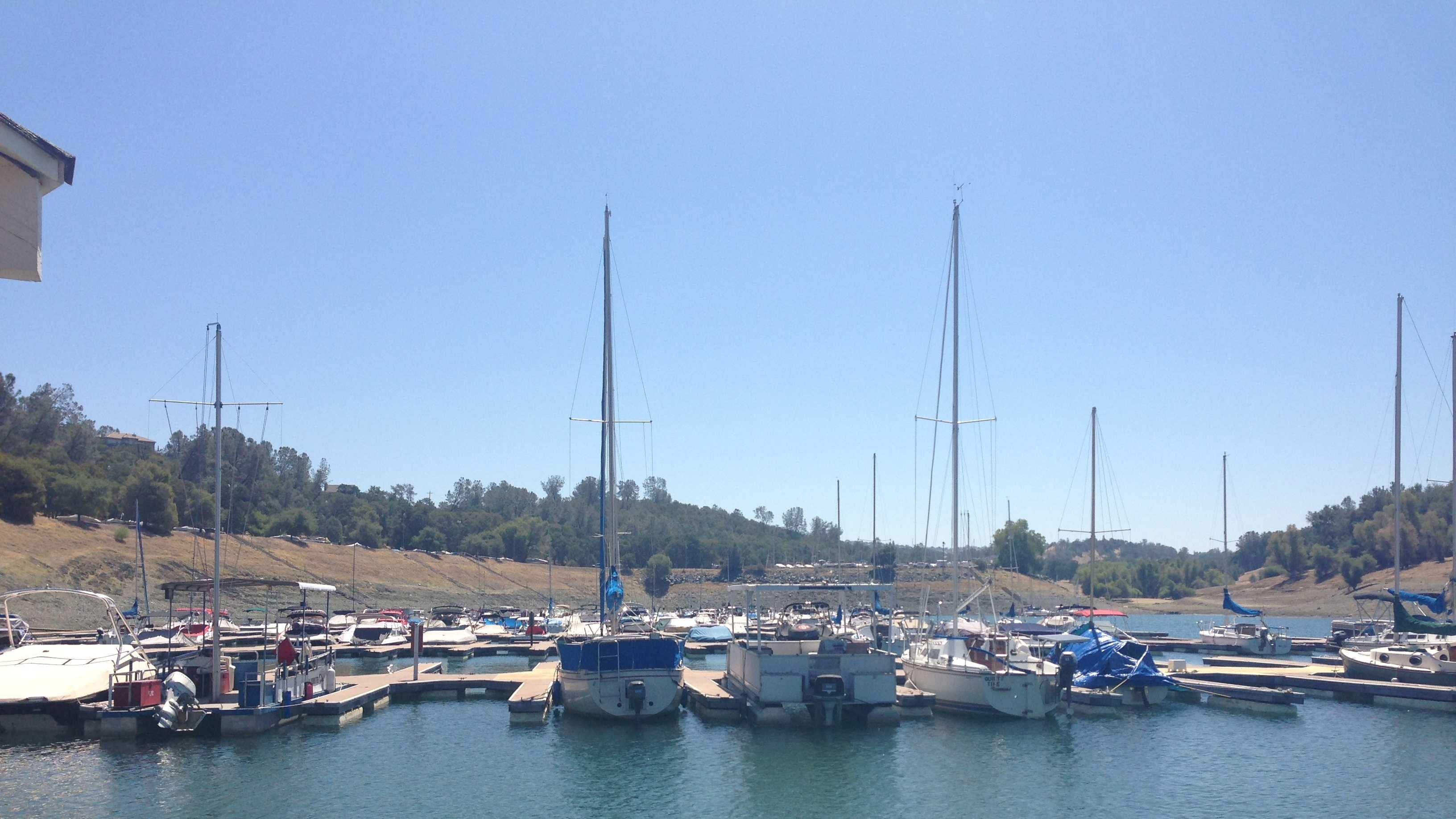 Folsom Lake boats 080513.JPG