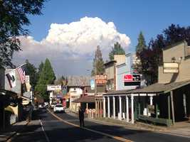 A pyrocumulus cloud towers over Groveland. Meteorologists said the cloud on Wednesday reached 43,000 feet.