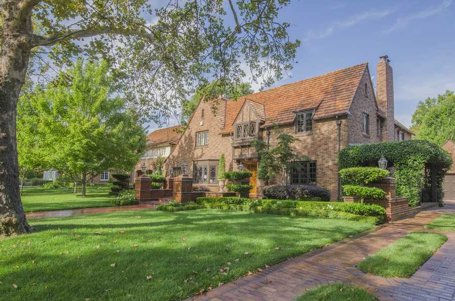 This home is located in one of Sacramento's most desired neighborhoods.