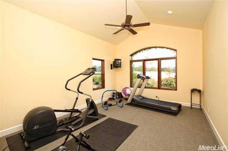 This home gym will have you sweating in no time.