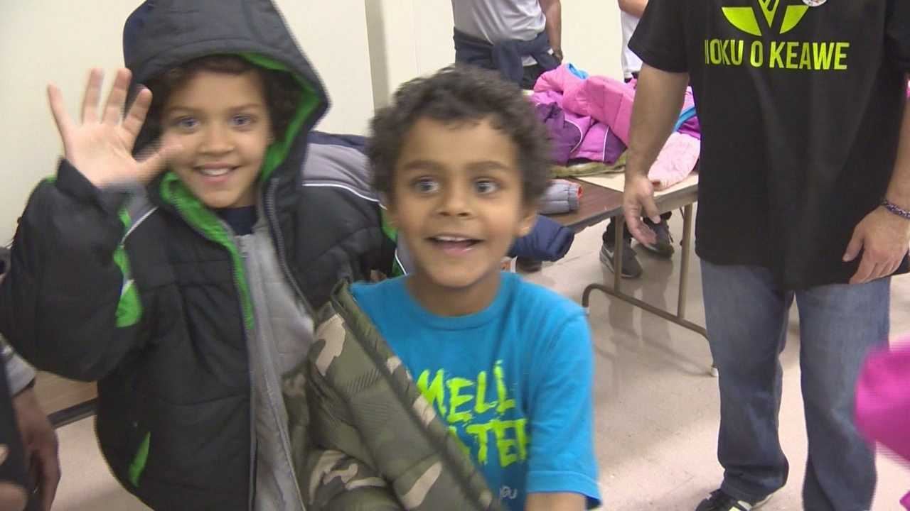Modesto got a jump on the holiday by serving a Thanksgiving Banquet and giving away blankets a day before the holiday.
