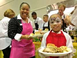 Arlene Washington and her eight-year-old daughter, Cece Grisham, serve meals at the Pannell Community Center.