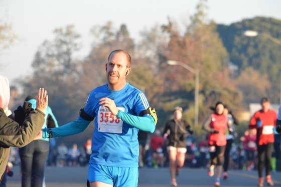 Thousands of runners dashed from the start line in Folsom to kick off the California International Marathon on a very chilly December morning.