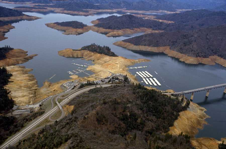 Dry land was visible at Lake Shasta in 1976 due to the lack of precipitation.